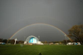 Schlussgottesdienst unter Regenbogen